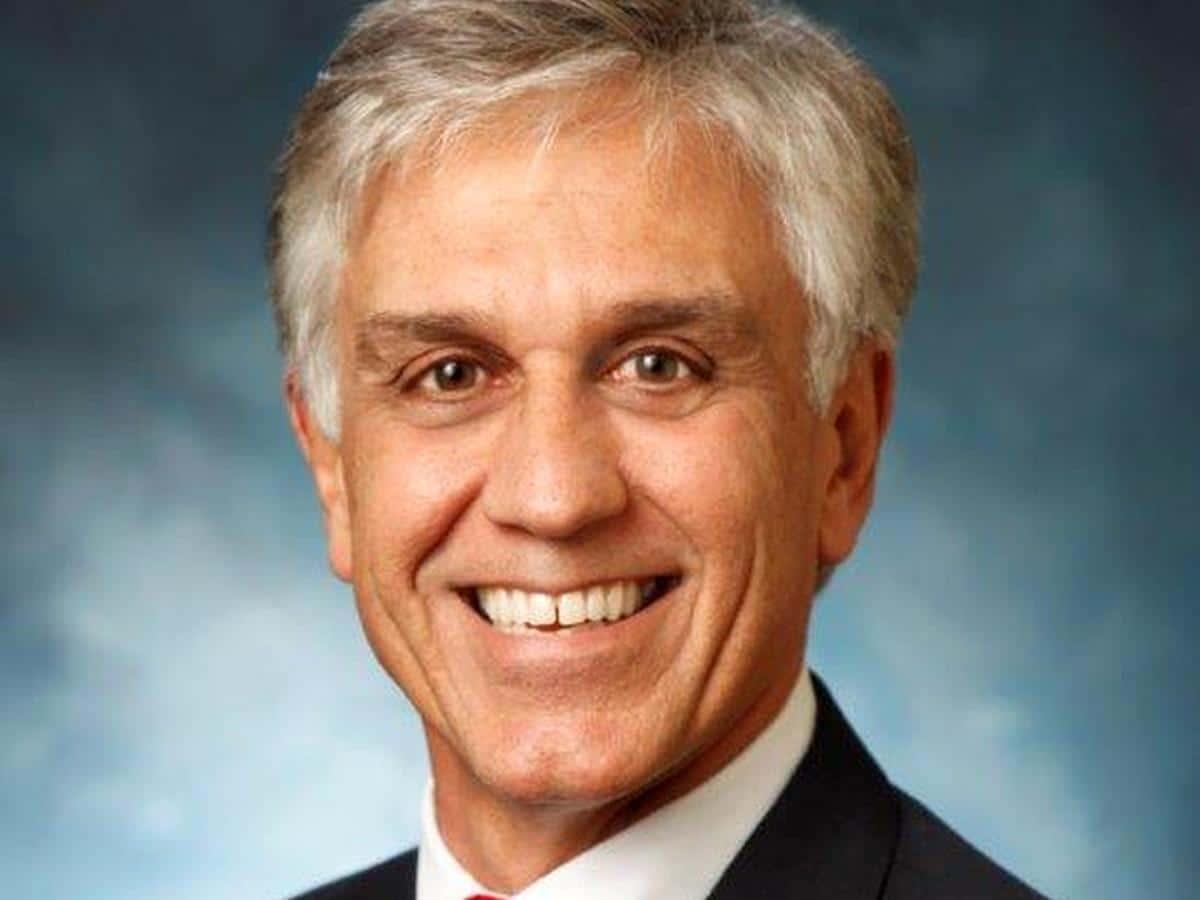 Dr. William E. Lippisch